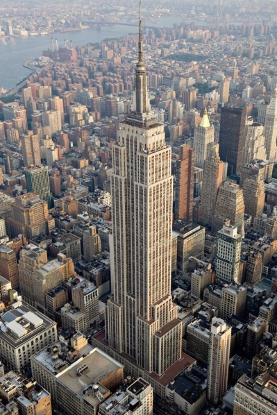 Empire_State_Building_(aerial_view).jpg