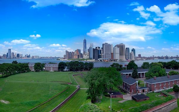 Fort_Jay_Governors_Island_and_Lower_Manhattan_skyline
