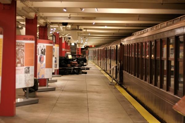 New_York_Transit_Museum_Court_Street_platform.jpg